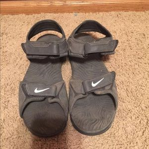Youth boys size 6 Nike sandals